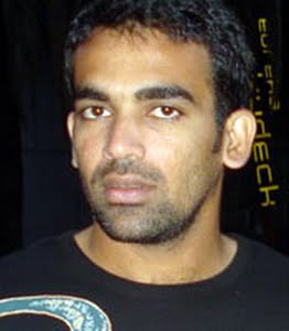 Zaheer Khan took three wickets on Day 1 at Sydney