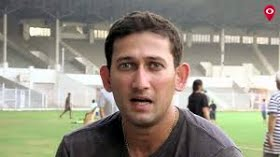 Agarkar feels Dhoni batted too slow at Sydney, didn't help Rohit